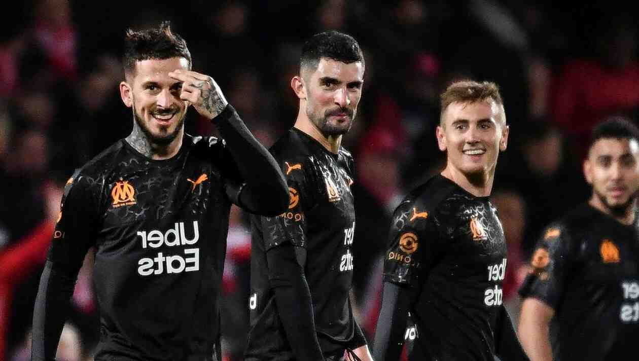 Football : près de deux mois après sa dernière victoire, Nîmes s'impose sur la pelouse de l'OM (2-1)