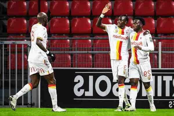 Football: Nîmes et leur nouvel entraîneur s'imposent à Dijon (0-2)