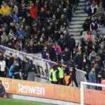 Privés de tribunes, les fans de foot tentent d'exister malgré tout