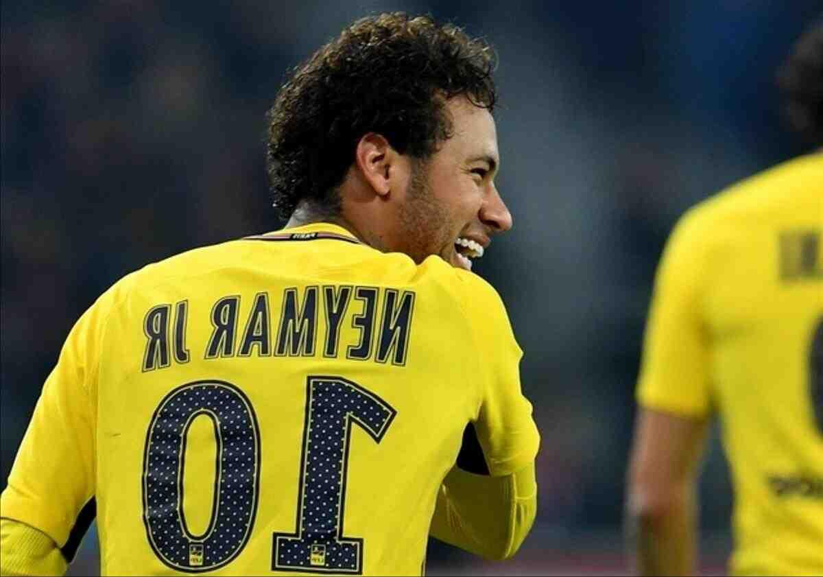 Football: Neymar, le joueur le mieux payé de Ligue 1, avec un salaire de plus de trois millions d'euros par mois,
