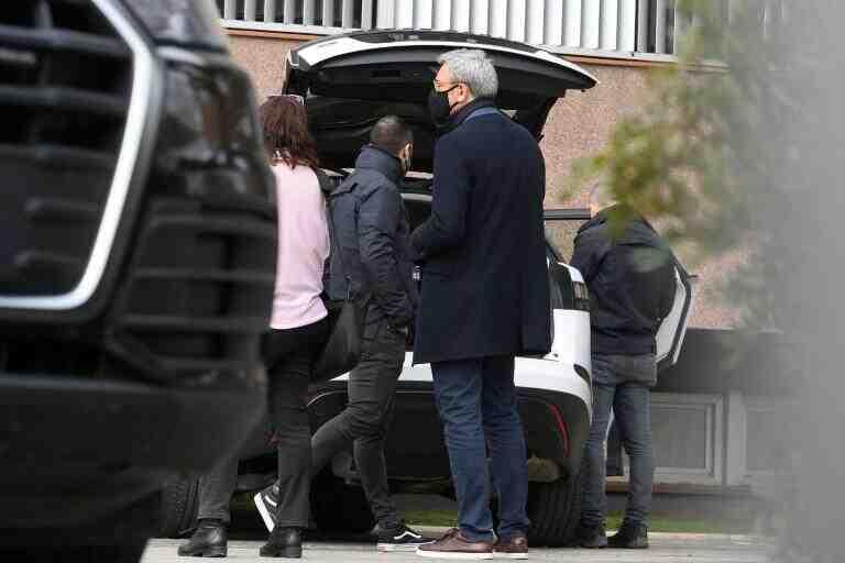 Plusieurs personnes auraient été détenues lundi au siège du FC Barcelone, où des perquisitions ont été effectuées. L'ancien président Bartomeu est l'un d'entre eux.